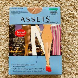 NWT Assets High Waisted Pantyhose